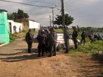 """De acordo com a polícia, o jovem de 18 anos era um dos suspeitos de praticar o arrastão. """"Ele tem uma longa ficha criminal por assaltos e roubos. (Foto: Denise Gomes/TV Sergipe"""