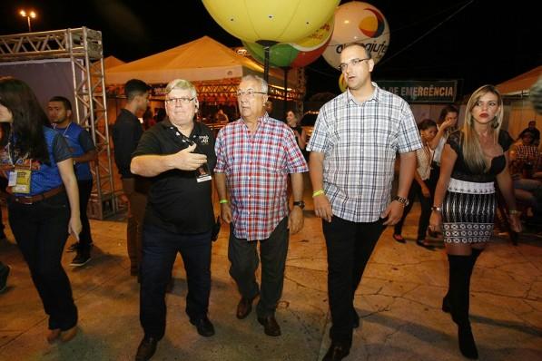 Governador Jackson Barreto festeja no Forró Caju
