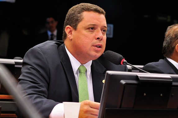 Fábio Mitidieri e mais três deputados cedem a pressão do Centrão e votam contra os servidores