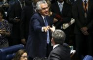 Bate-boca faz Lewandowski suspender sessão do impeachment