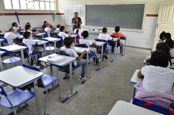 Prefeitura de Aracaju publica edital para seleção de professores temporários