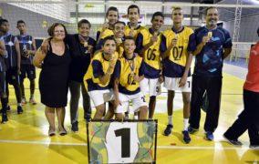 Elísio Carmelo conquista medalha de ouro no vôlei