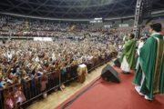 Padre Reginaldo Manzotti faz show e lança livro em Aracaju
