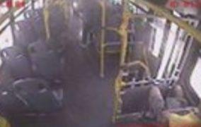 Estudante é esfaqueado dentro de ônibus em Aracaju