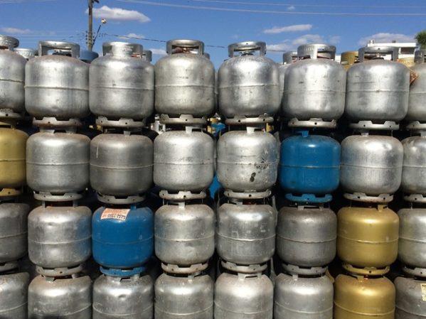 Botijão de gás poderá ficar mais caro após retirada de subsídios dados pela Petrobras. (Foto: Vanessa Martins/G1)