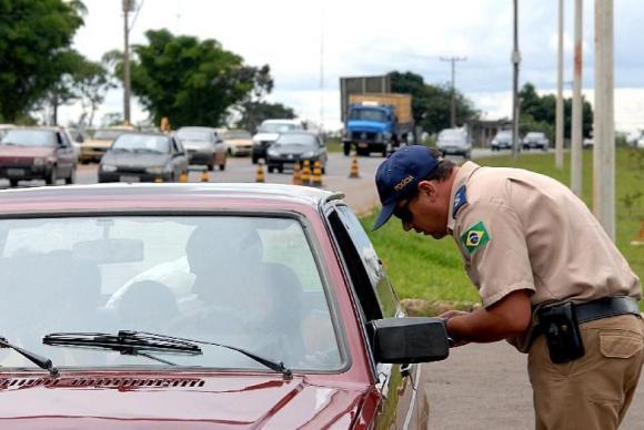 Veja as infrações de trânsito que suspendem imediatamente a habilitação