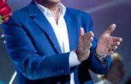 Roberto Carlos vai lançar cinebiografia e promete contar tudo