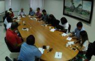 Edvaldo reúne sindicatos e anuncia pagamento do 13º salário