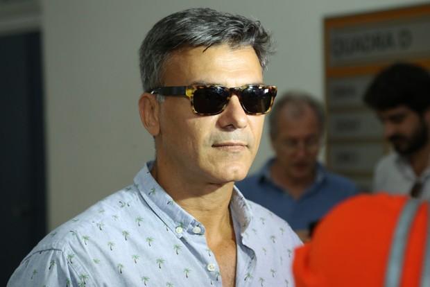 Leonardo Vieira saindo da cidade dá polícia (Foto: Roberto Filho / BRAZIL NEWS)