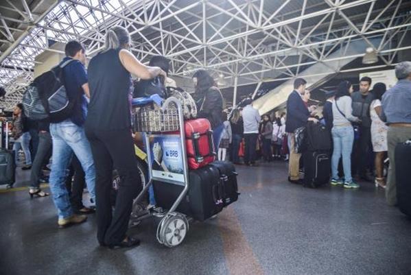 Brasília - A expectativa é de que as viagens nos fins de semana prolongados injetem R$ 21 bilhões a mais na economia em 2017 - (José Cruz/Agência Brasil)José Cruz/Agência Brasil)