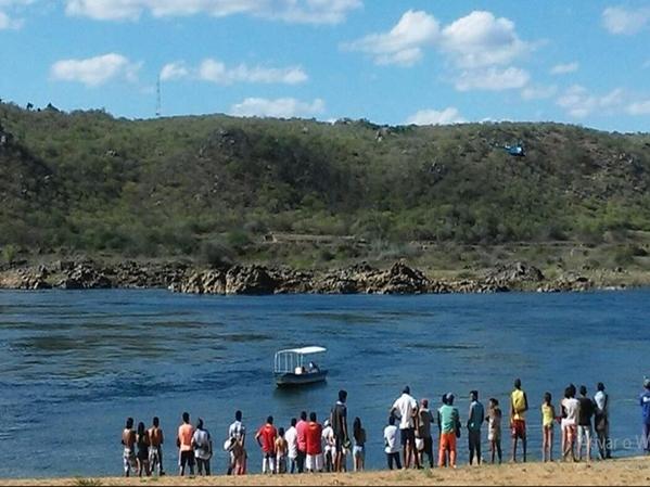 Buscas foram iniciadas logo após ator desaparecer no Rio São Francisco (Foto: Dênison Paiva)