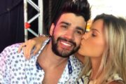 Grávida, Andressa Suita deixa barriga de fora em show de Gusttavo Lima em Aracaju