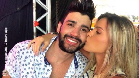 Gusttavo Lima e Andressa Suita nos bastidores do show do cantor em Aracaju (Foto: Reprodução/Instagram)