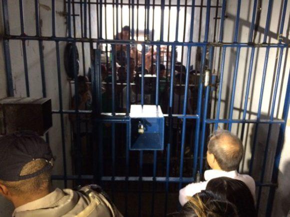 Presos em cela da Casa de Prisão Provisória de Palmas (Foto: Divulgação)