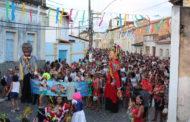 """Em São Cristóvão, Bloco """"Filhos de Deus"""" arrasta multidão ao som de marchinhas"""