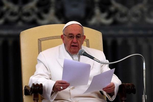 Papa Francisco diz que cristãos que consultam horóscopos e cartomantes não têm 'fé tão forte' (Foto: Alberto Pizzoli / AFP)