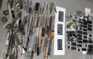 SSP e Sejuc apreendem 42 celulares, 95 facas e drogas no presídio de Tobias Barreto