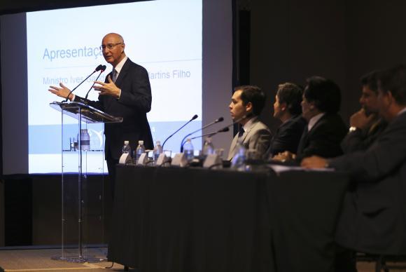 O presidente do TST, ministro Ives Gandra, fala sobre a reforma trabalhista e terceirização durante o 9° Encontro Interempresarial de Jurídico Trabalhista José Cruz/Agência Brasil