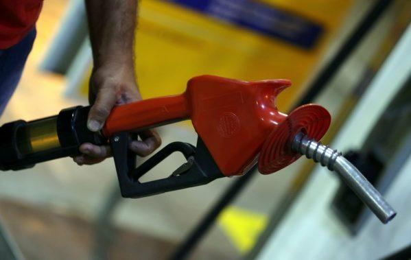 Valor da gasolina vai subir em média 2,2% nas refinarias; do diesel, 4,3% a partir desta sexta-feira (21). Foto: Reuters