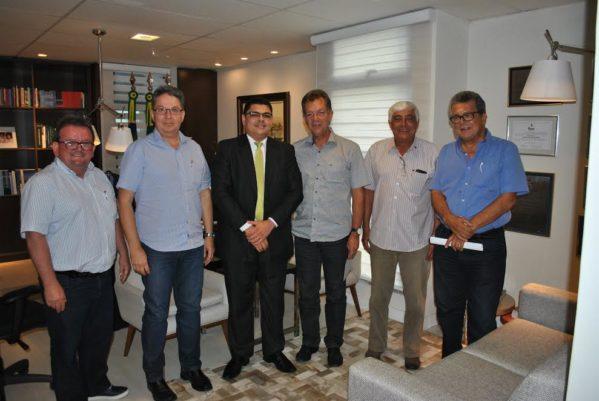 Aníbal esteve reunido com o presidente da Fecomércio, Laércio Oliveira, o vice-presidente Hugo França, e os conselheiros, Fernando Carvalho, José Carlos Quintino de Moura e Marcos Andrade