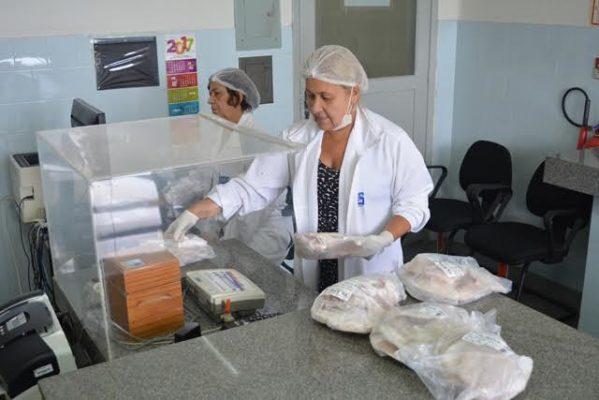 Todos os chocolates fiscalizados estavam regulares. No entanto, 50% dos pescados pré-embalados apresentaram irregularidades quanto ao peso.