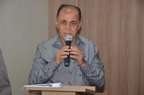 Prefeito Jeferson Santana contratou, mediante dispensa de licitação, empresa de propriedade do vereador Clóvis Menezes para fornecer suprimentos ao Município (foto:  arquivo/Jonatas)
