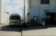 Ônibus abandonado em São Cristóvão serve de 'abrigo' para criminosos, denuncia juiz