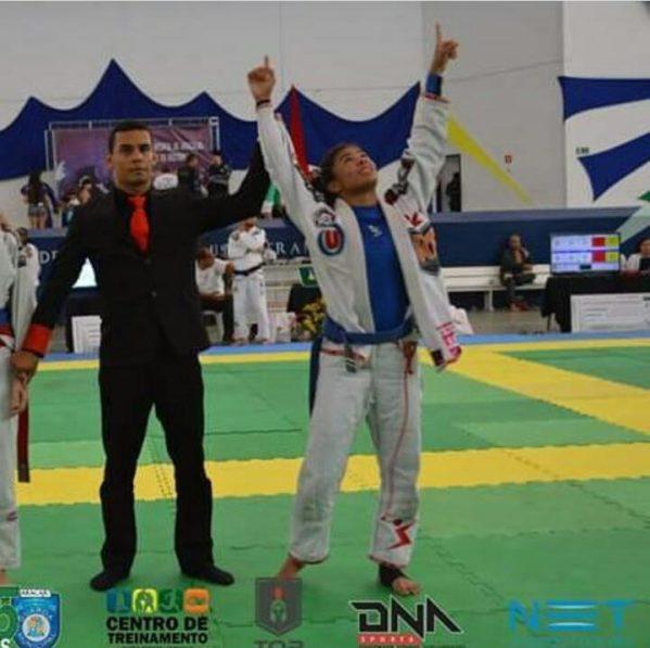 Erika Fernanda participa da 22ª edição do Campeonato Brasileiro de Jiu-jitsu no Ginásio José Correa, na cidade de Barueri (SP). (Foto: CBJJ)