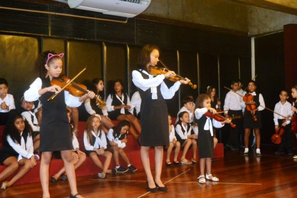 Apresentações musicais de coro, dança e orquestra de violinos encantaram o público/ Fotos: Ascom/Secult