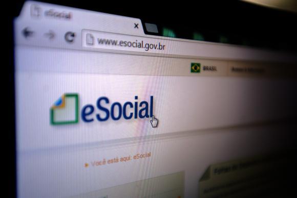 Empregador doméstico tem até hoje para pagar eSocial de abril