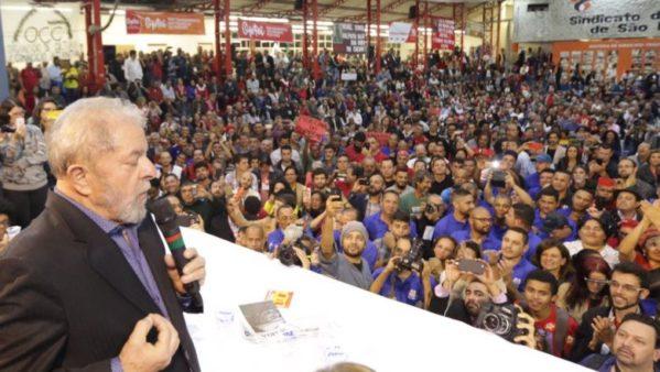 Ex-presidente discursou durante congresso do PT em São Paulo. 'Se não me prenderem logo, quem sabe um dia eu mando prendê-los.'