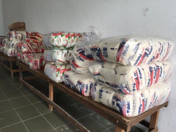 Com variedade de produtos estocados, o prédio da merenda escolar do município recebeu novo lote de compras para abastecer a rede escolar
