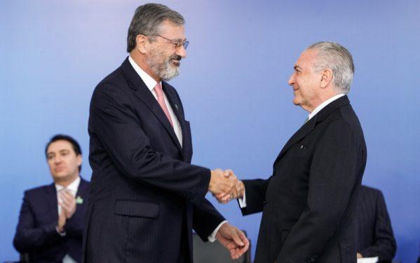 Torquato Jardim (esq) estava no comando do Ministério da Transparência desde junho do ano passado (Foto: Beto Barata/PR)
