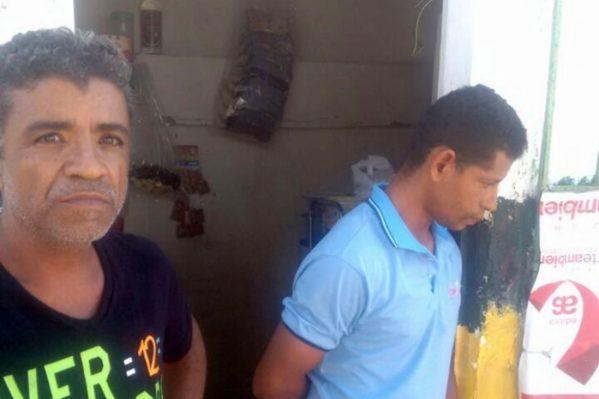 Suspeitos de tráfico de drogas são presos no bairro 13 de julho. (Foto: SSP/SE)