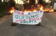 População interdita rodovia em protesto contra fechamento de escola, em Itaporanga