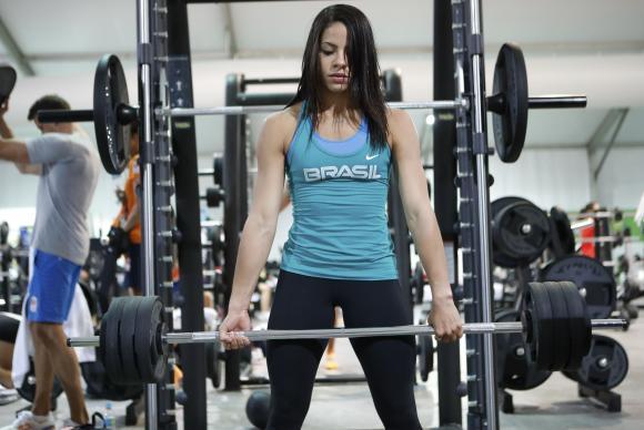 Pesquisa constatou que mulheres preferem se exercitar em academias e fazer caminhadas ou ginástica. Foto: Fernando Frazão/Agência Brasil