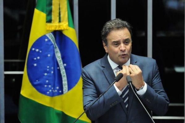 Com a decisão, o tucano foi afastado do mandato. Ele ainda pode frequentar o Congresso, mas está proibido de exercer funções do cargo. (Foto: Carlos Moura/A. Press) Carlos Moura/CB/D.A Press. Brasil.