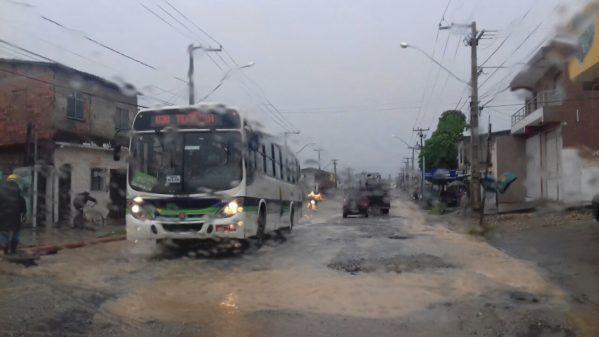 Defesa Civil recomenda que população evite transitar durante período de chuvas intensas