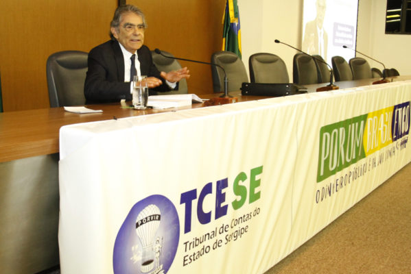 "Ayres Britto, no TCE-SE: ""Democracia é excomunhão da cultura da coxia"""