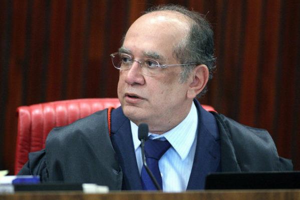 Por quatro votos a três, os ministros concluíram que não houve abuso de poder político e econômico