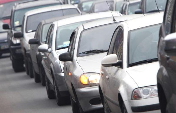 Veículos com final de placa 3 têm até 30 de abril para quitar o licenciamento