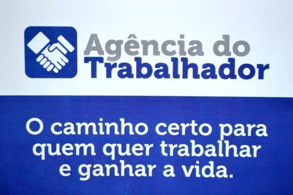 Prefeitura de Aracaju anuncia vagas de emprego para secretário, bibliotecário, técnico em TI, açougueiro e guardião de piscina