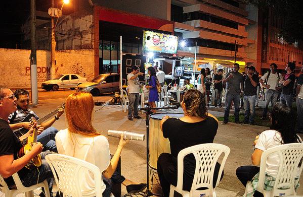 Ocupe a Praça terá cinema, música e food trucks na Praça General Valadão (Foto: Edinah Mary)