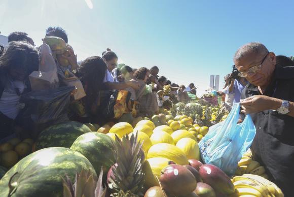 Preços das frutas caem nos principais mercados atacadistas do país