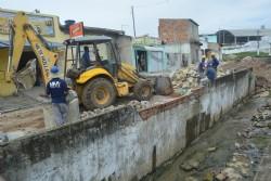 Prefeitura de Socorro recupera mureta do canal do bairro Jardim