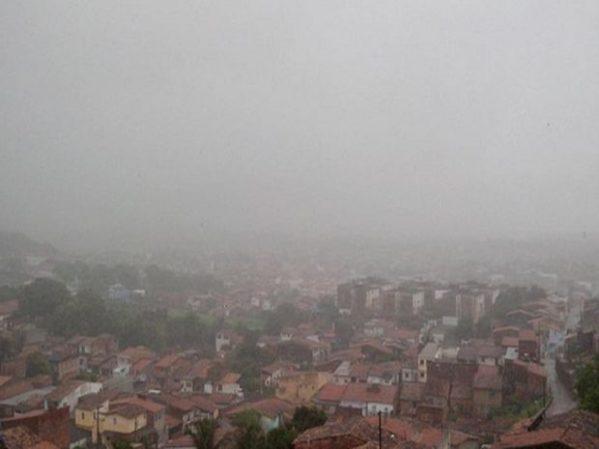 INMET emite alerta de previsão de chuvas intensas nas regiões de Sergipe