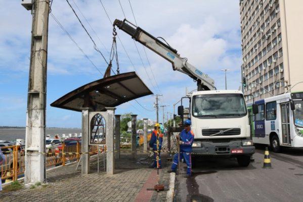 SMTT Aracaju recupera abrigos do corredor de ônibus da Avenida Rio Branco