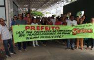 Servidores da saúde fazem manifestação na frente do Hospital Nestor Piva