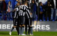 Botafogo vence o Nacional-URU e fica a um empate das quartas de final