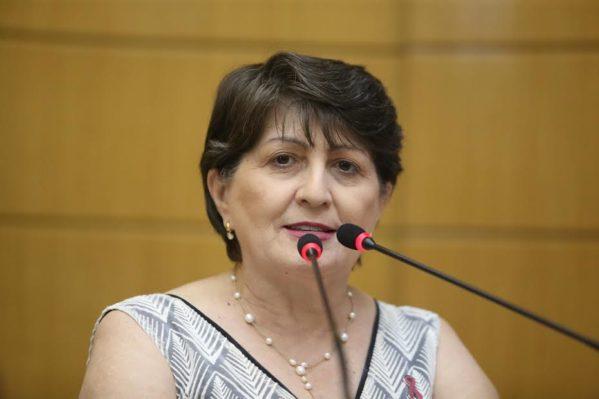 Para a deputada, medida penaliza pacientes que precisam de medicação de uso contínuo